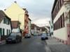"""auf Wikipedia: """"Kelsterbacher Straße mit Restbeständen historischer Bauten"""" (Foto: de.wikipedia.org, Eva Kröcher)"""